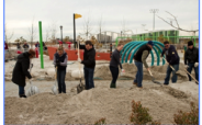 Zurich-employees-Rockaways-playground-shoveling-Sandy-2012-300x225